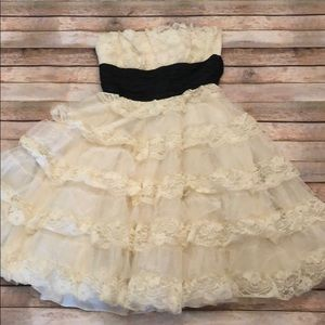 Betsey Johnson strapless lace formal dress size 8